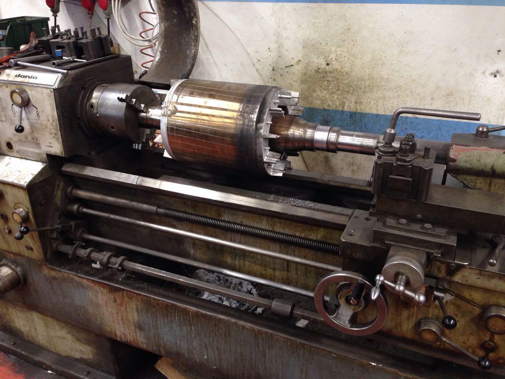 Rotore in lavorazione al tornio